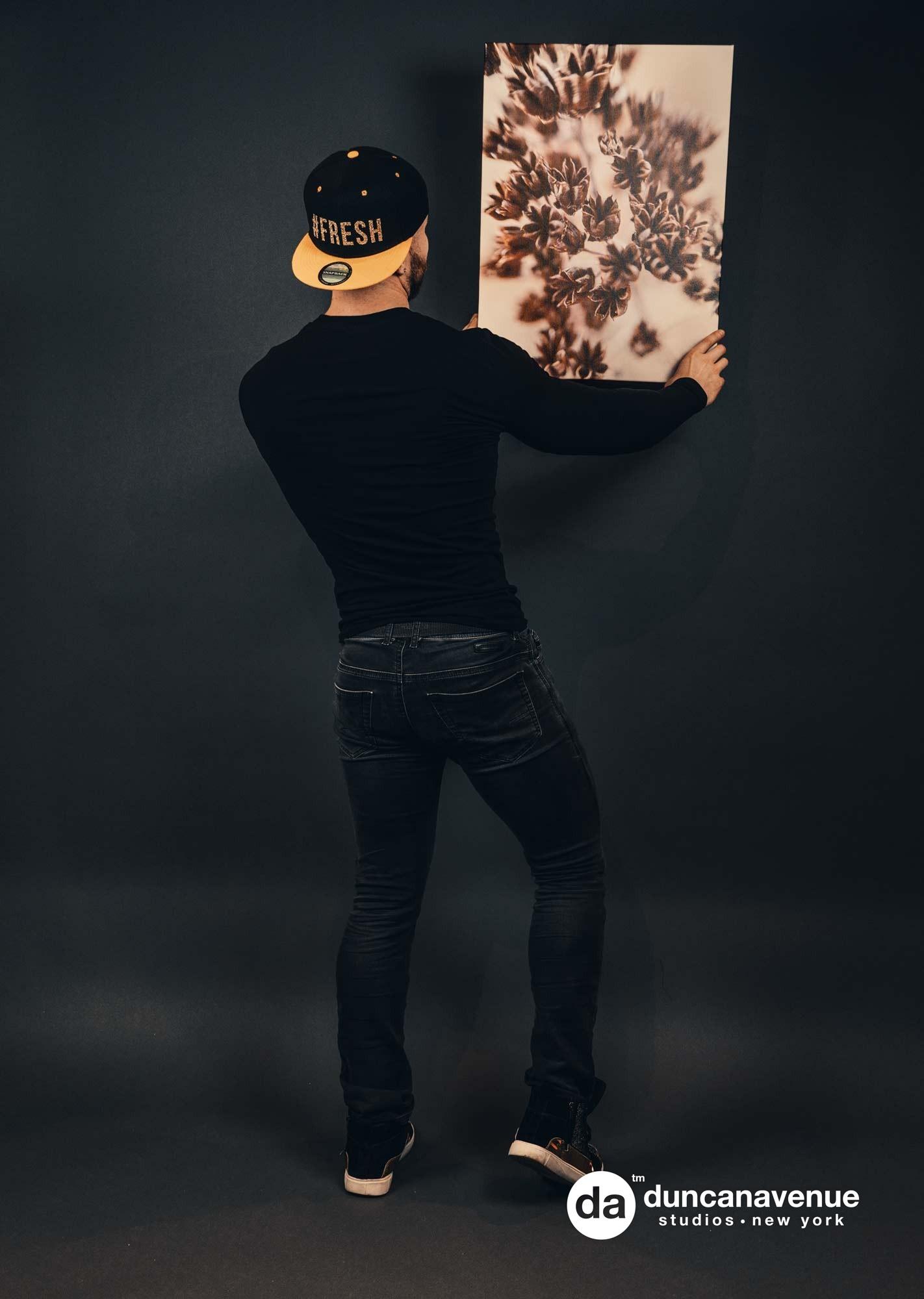 Simplida Fine Art – Product Photoshoot with Maxwell Alexander